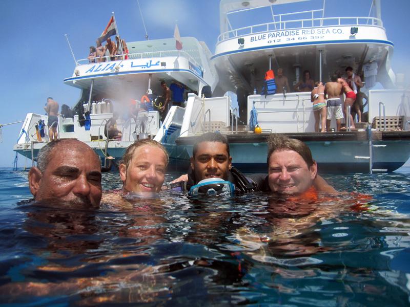 Kapitein Ayman te water | Sachwa Abu Galawa (Snorkeltrip) | 29-06-2010