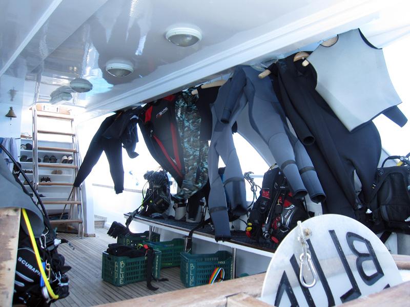 Pakken hangen in de wind te drogen | Basyl | 08-05-2011