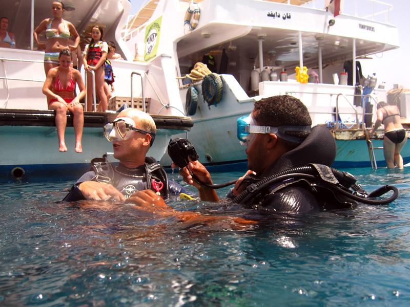 Shasli gaat voor het eerst duiken met Marijn   Sachwa Abu Galawa   29-06-2010