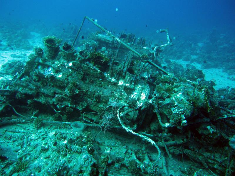 Motor van een bevoorradingsschip | Shaabrurh Umm Gamar | 21-01-2011